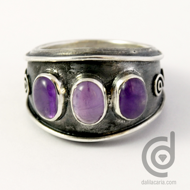 Silver ring with 3 amethysts